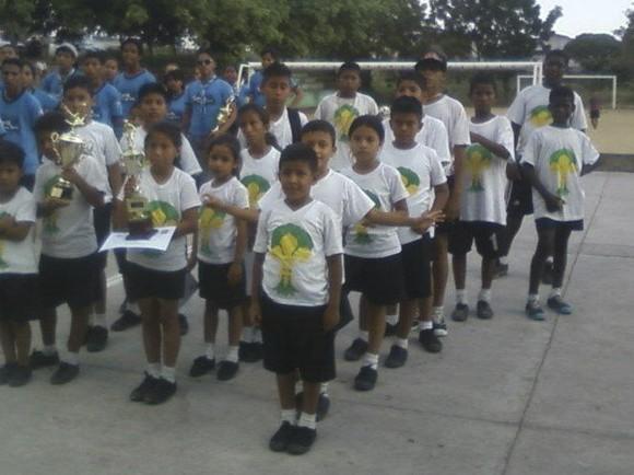 Oportunidades educativas dignas para niños, niñas y adolescentes en situación de pobreza en Guayaquil, Ecuador. Campaña Súmate