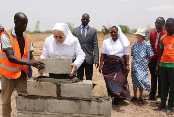 Se pone la primera piedra del proyecto educativo de las Salesianas en Burkina Faso