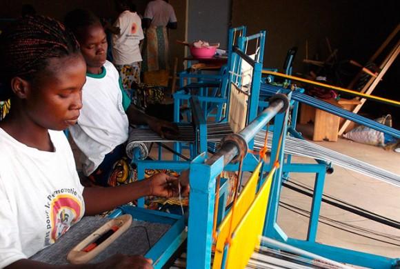 Mejorando la producción del taller de telar del centro de promoción femenina de Ouaga (Burkina Faso)
