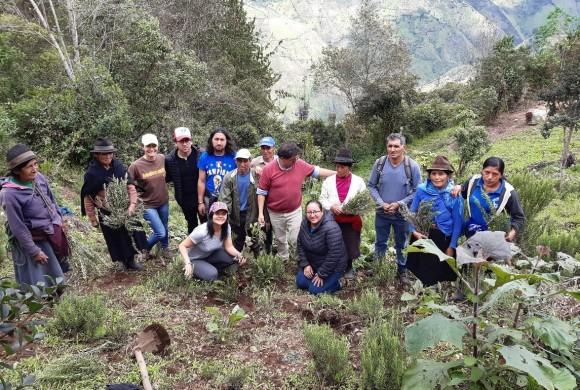 Aprender de las mujeres productoras que cuidan la tierra en Ecuador