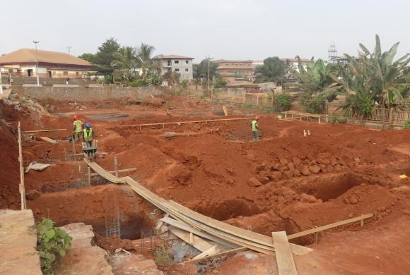 Primeros pasos en la ampliación de la escuela secundaria de Yaoundé, en Camerún